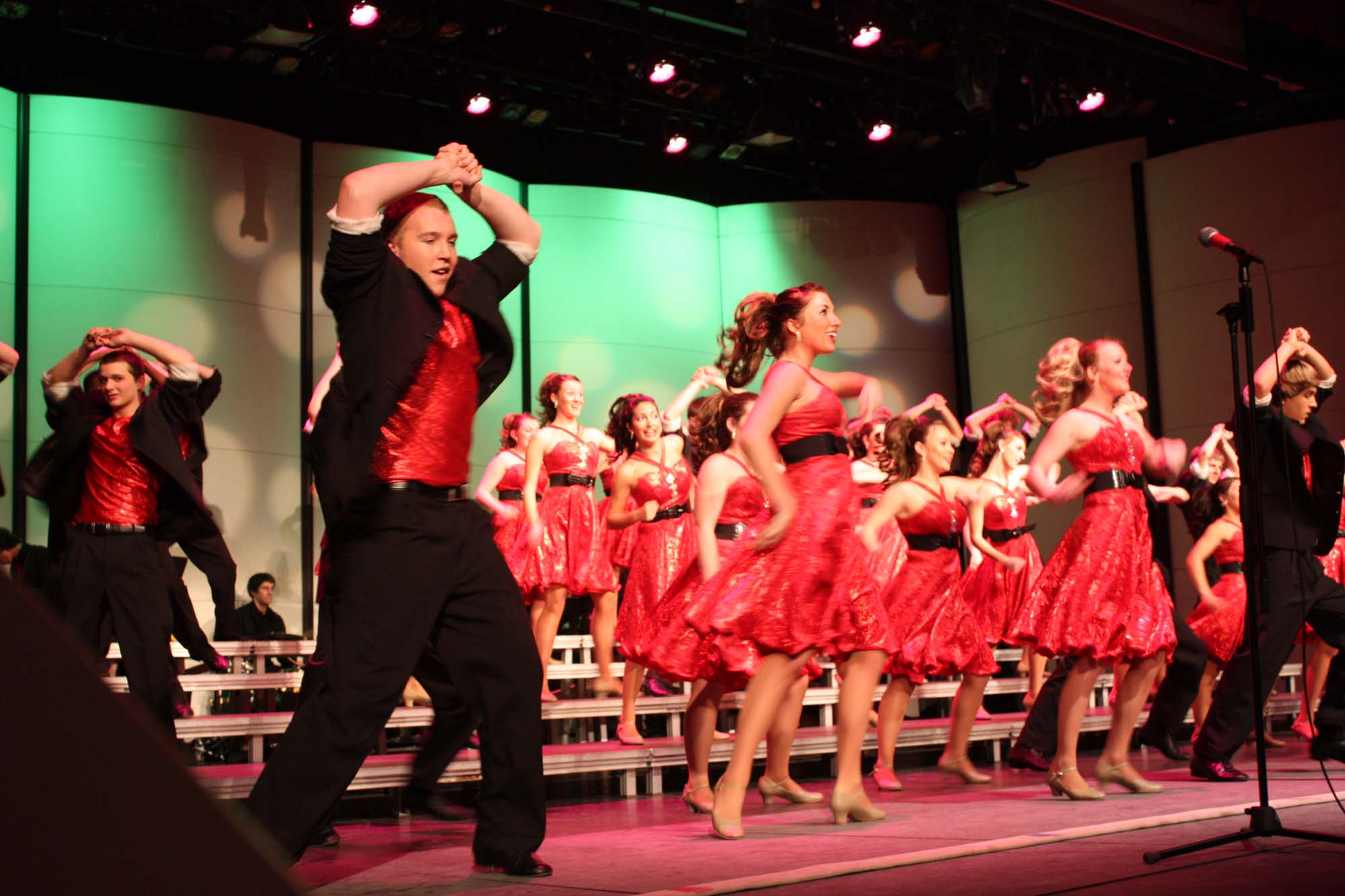 Trey Hill and 4th Ave. Show Choir perform Bon Jovi Medley