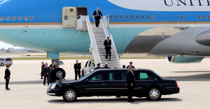 Obama getting off the plane at CID.  Photo by Ellen Carman
